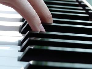 play-piano